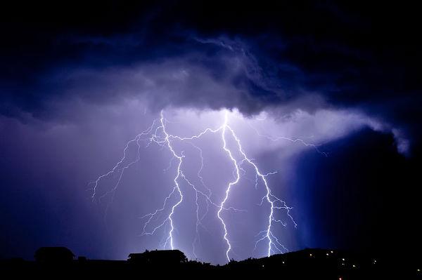 lightning____by_robotek87-d36yqsf